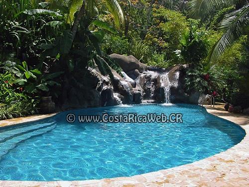 Piscina del Ylang Ylang y El Sano Banano Village Hotel en Montezuma, Puntarenas, Costa Rica