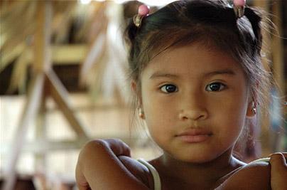 Niña Indígena de Bribrí en Talamanca, Costa Rica