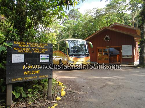 Entrada de la Reserva de Bosque Nuboso Monteverde en Costa Rica