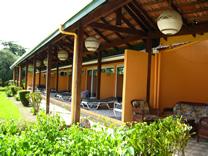 Habitaciones del Hotel Usted puede elegir para bañarse y broncearse las aguas cristalinas del Mar Caribe de Punta Uva con arena blanca o la piscina del Hotel.