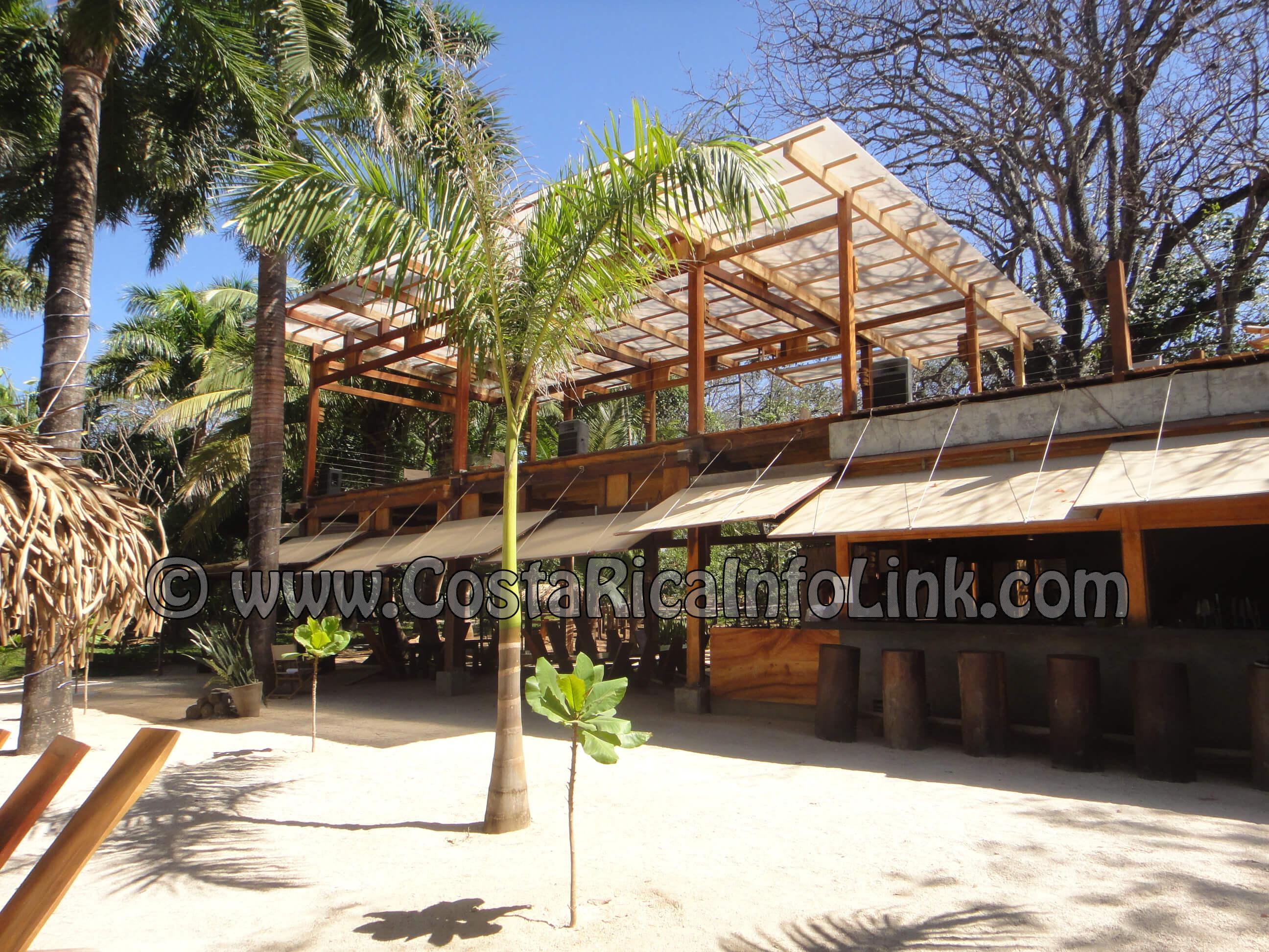 Lola's Bar y Restaurante en Playa Avellanas, Guancaste, Costa Rica
